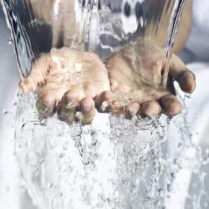 Вода и руки