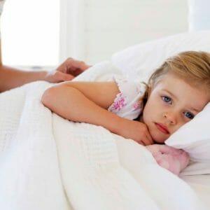 Ребенок лежит