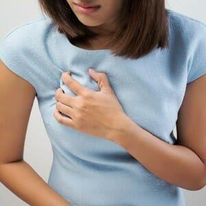 Боль в груди при ПМС у девушки