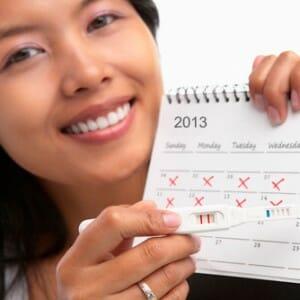 Девушка и календарь с тестом