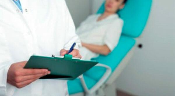 Врач гинеколог и пациентка